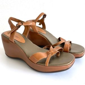 Vintage 90s Square Toe Tan Strappy Wedge Sandals